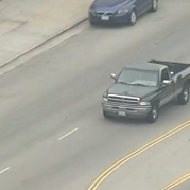 Los Angeles police chase murder suspect in Santa Monica